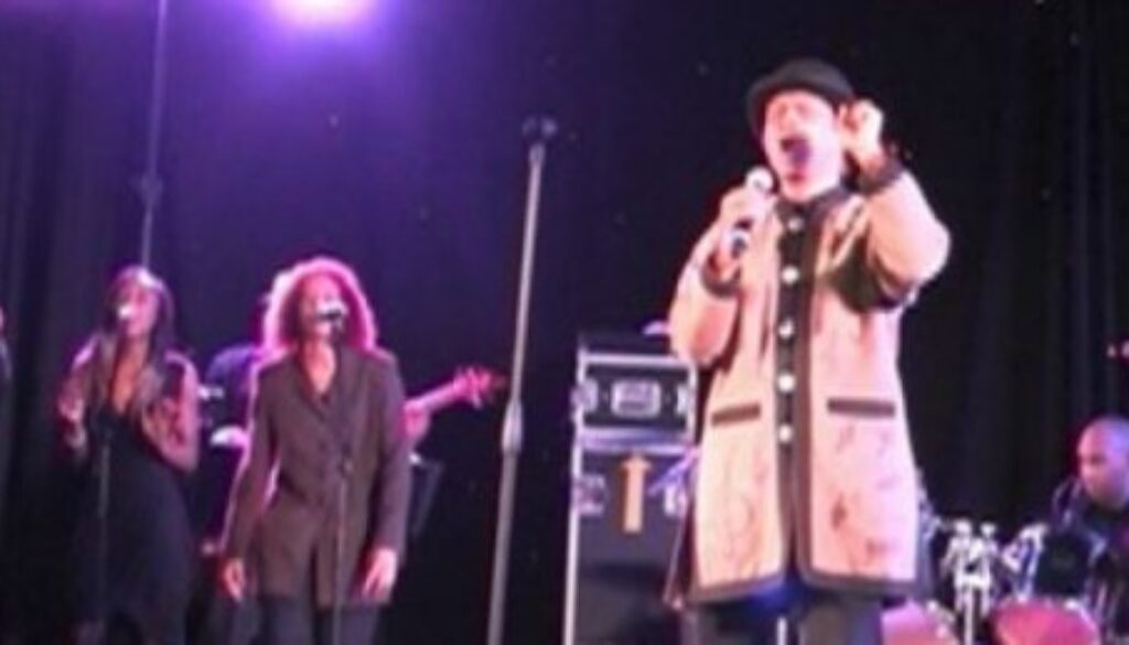 cropped-cropped-onstagemanh.jpg