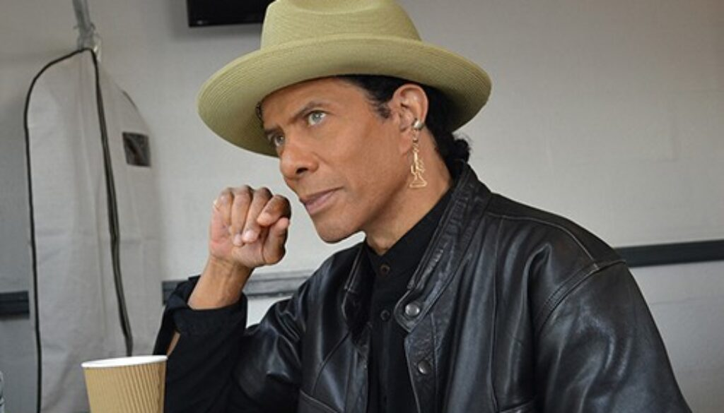 gregory abbott dressing room2